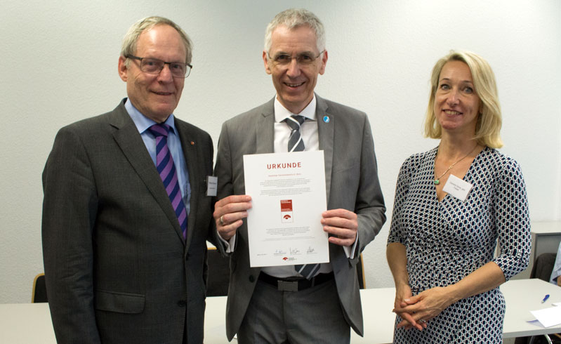 Awarding of the donation certificate from the German donations council / Deutscher Spendenrat on 30 May 2017.